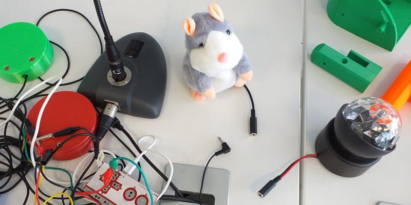 IES de Ortigueira. Ratita parlanchina y lámpara caleidoscópica adaptadas